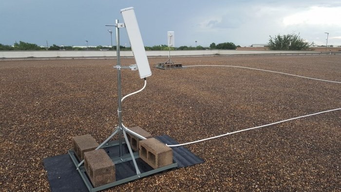 A pair of donor antennas deployed on roof top and optimized for best RSRQ and RSRP feeding Digital DAS.